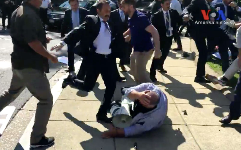 http://www.israelislamandendtimes.com/wp-content/uploads/2017/05/Brawl-Between-Erdogan-Bodyguards-and-Kurdish-Protestors.jpg